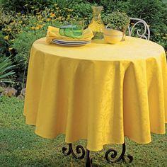 Garnier Thiebaut - Mille Charmes Freesia: ein neuer gelb-ton für Uni-Fans von schöner, klassischer Tischwäsche.     Sie geben Ihre Tischmaße ein und unser Tischdeckenkonfigurator berechnet Ihre persönliche Tischdecke.   Wählen Sie aus herrlichen Stoffen (abwaschbar oder reine Baumwolle) Ihren Favoriten. Nichts Passendes gefunden?   Rufen Sie uns an unter Tel. (0281) 24173 und wir machen es passend! Sie sind sich in der Farbwahl nicht sicher?   Gerne senden wir Ihnen Stoffmuster zu