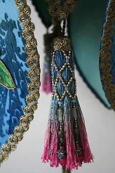 Ombre tassel with beads Diy Tassel, Tassel Jewelry, Diy Jewelry, Tassel Necklace, Beaded Jewelry, Tassels, Jewelry Making, Jewellery, Lace Lamp