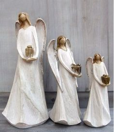 Anděl s dárkem Ceramic Angels, Guardian Angels, Ceramic Pottery, Ceramics, Female, Crafts, Angels, Fimo, Ceramica
