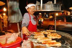 Shopping in Chiang Mai - Sunday Walking Street (Ratchadamnoen Road)