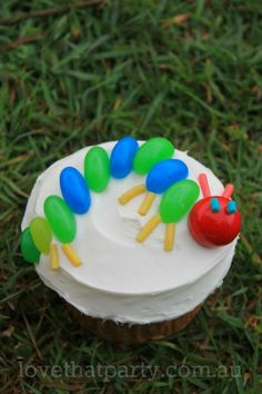 Hungry Caterpillar inspired Cupcake: Super Simple Cupcakes Blog Series @ Love That Party. Heaps of easy birthday cake decorating ideas, kids party ideas, party themed and printable party invitations. www.lovethatparty.com.au
