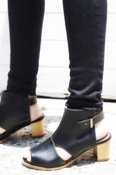 Handmade by artisans in Spain, they are produced with solar energy from innovative and environmentally materials such as natural cork insole, soft Italian vegan leather, eco-suede lining #vegan #veganshoes
