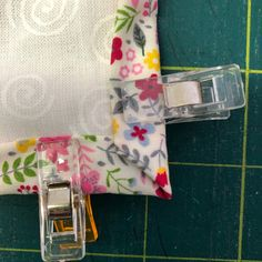 How to self bind a quilt, using the backing fabric. Quick and easy. Applique, Self, Quilts, Easy, Projects, Fabric, Scrappy Quilts, Log Projects, Tejido