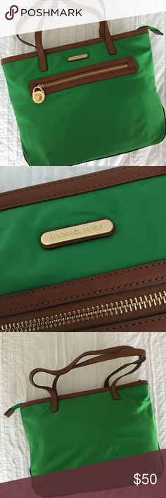 Michael Kors bag Beautiful green Michael Kors bag Excellent Used Condtion  I take pride in making sure all of my personal items have no pilling, tears, stains, etc. If I wouldn't buy it myself, I would not sell it to anyone.  All my items come from a smoke/pet free home. MICHAEL Michael Kors Bags Shoulder Bags