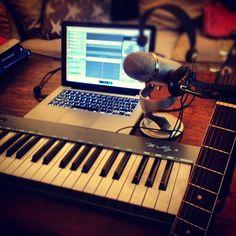 Musikkproduksjon fra hjemmekontoret i kveld. #music #guitar #keyboard #mic #microphone #song #producer #hjemmekontorboka2012 - @rebbestad- #webstagram
