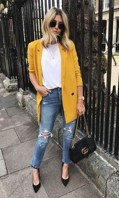 Look Blazer Yellow + Scarpin - Outfit - Blazer Outfits Casual, Blazer Fashion, Cute Outfits, Fashion Outfits, Womens Fashion, Work Outfits, Yellow Blazer Outfits, Fashion Fall, Look Office