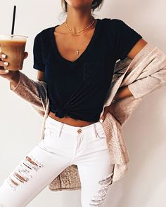 53 Modest Casual Style Outfits To Inspire Every Woman – New York Fashion New Trends Fashion Jeans, Fashion Outfits, Womens Fashion, Girl Fashion, 80s Fashion, London Fashion, Korean Fashion, Latest Fashion, Fashion Online
