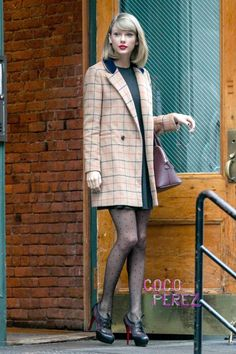 Taylor Swift Shows You Exactly How To Wear Tights In Fall While Remaining Flawless!
