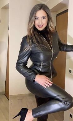 Sexy Outfits, Fall Outfits, Fashion Outfits, Fashion Tips, Gothic Lingerie, Celebrity Style Casual, Leder Outfits, Leather Trousers, Leather Jackets