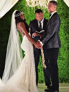 8 African American Wedding Traditions – Famous Last Words African Wedding Dress, Wedding Dresses, African Weddings, African Wedding Theme, Wedding Hijab, Nigerian Weddings, Dream Wedding, Wedding Day, Wedding Tips