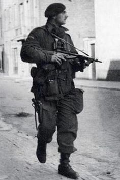British Armed Forces, British Soldier, British Army, Ww2 Pictures, Military Pictures, Military Men, Military History, Normandy Ww2, Commonwealth