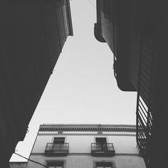La ciutat és un marc. Carrers del Gòtic, Barcelona.