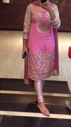 Haute spot for Indian Outfits. Designer Kurtis, Indian Designer Suits, Pakistani Bridal Wear, Pakistani Outfits, Indian Outfits, Punjabi Dress, Punjabi Suits, Salwar Suits, Patiala Salwar