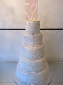 wedding cake: Lace and Love