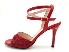 Madame Pivot, the main italian brand for tango shoes. Scegli e personalizza le tue scarpe da tango. Tango Shoes, Argentine Tango, Salsa Dancing, Shopping Chanel, Wedding Heels, Glitter Shoes, Bridal Shoes, Amazing Women, Women's Shoes