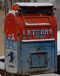 Vintage mail box ! Xoxo
