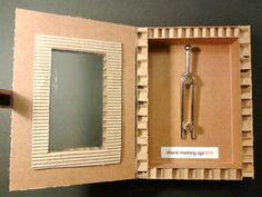 Caja realizada de forma artesanal para un diapasón, por encargo para un evento.