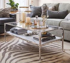 40 Awesome Modern Glass Coffee Table Design Ideas For Your Living Room Coffee Table Styling, Decorating Coffee Tables, Coffee Table Design, Modern Glass Coffee Table, Marble Shelf, Design Minimalista, Contemporary Home Decor, Living Room Decor, Coffee Table Decor Living Room