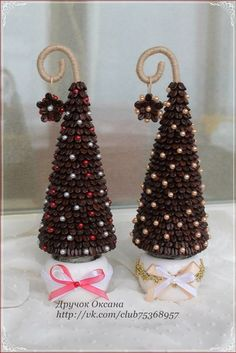 Little Christmas Trees, Diy Christmas Tree, Rustic Christmas, Christmas Projects, Handmade Christmas, Coffee Bean Art, Diy Weihnachten, Xmas Ornaments, Xmas Decorations