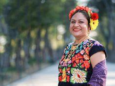 1 + Uno Mujer: Mujeres que se destacan Crochet Necklace, Sari, Style, Digital, Fashion, Poet, International Mother Language Day, Large Women, Spotlight