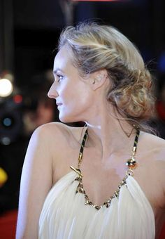 Twisted Bun , Diane Kruger   I want pretty: Make up & Hair - Diane Kruger !