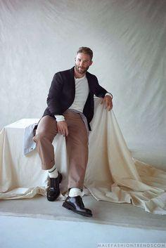 Julian Edelman viste perfectos looks de entretiempo para Mr. Porter por Max Farago
