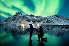 Le chiede di sposarlo, sullo sfondo l'aurora boreale: la proposta di matrimonio più bella