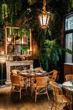 Coffee Shop Interior Design, Restaurant Interior Design, Cafe Design, House Design, Cozy Cafe Interior, Restaurant Interiors, Deco Boheme Chic, Deco Restaurant, Modern Restaurant