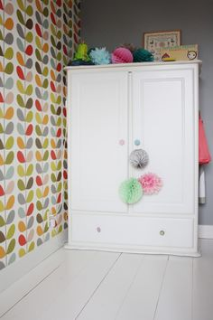 Home Tour via @Holly Elkins Elkins Becker  ( LOVE that OK wallpaper!!)