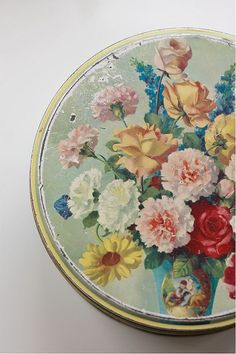vintage tin...M.Taylor: This looks so familiar?I'm pretty sure my mother had this one with sewing stuff in it? I so hope my family does not go to my dads and start giving away any of the sewing stuff I grew up using,it means nothing to them and the world to me! One relative lives there and has done nothing and another has been there several times since Oct. Don't think she's doing anything but helping my dad