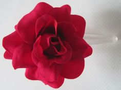 Barrette cheveux fleur retro vintage rockabilly pin up mariage rose rouge : Accessoires coiffure par au-lutin-agile