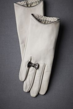 Leather Gloves with Bow Ring.