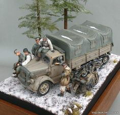 Maultier on the move Military Diorama, Military Art, Military Action Figures, Tiger Tank, Ardennes, Military Modelling, Vintage Models, Toy Soldiers, Tamiya