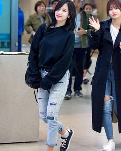 i really love Mina's airport fashion #twice #Mina #knockknock