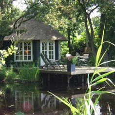 Venhuis 't Olde Hof Romantisch verhuis aan het water - 't Olde Hof in Drente bestaat uit drie gastenverblijven; 't Voorhuis (2-6 personen), 't Achterhuis (2-4 personen) en 't Venhuis voor 2 personen. Een romantischer plekje dan 't Venhuis is nauwelijks te vinden in Nederland. Romantiek voor twee, voor een nachtje weg, een weekendje rust of als unieke bruidssuite. Een droomplek aan het water!