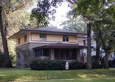 Curtis Yelland House  37 River Heights Drive  Mason City, Iowa 50401-4031    William Drummond, 1910