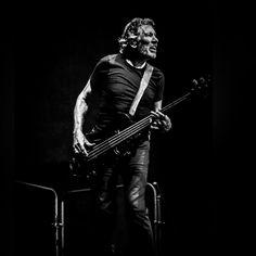 Foto: www.morx.net Javier Morcillo @rogerwaters #rogerwaters #palausantjordi @palausantjordi @livenationesp @livenation musicphotography #musiclivephotography #musiclive #concertcollectors #bestmusicphotos @instagram #instagram #concertphotographic @bestphotomusic #bestphotomusic #pinkfloyd @pinkfloyd #canong9x @canong9xmarkII #mondosonoro @mondo_sonoro #coolturalfest