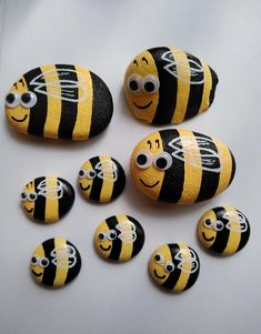 Painted Rock Animals, Painted Rocks Craft, Hand Painted Rocks, Painting Animals On Rocks, Rock Painting Patterns, Rock Painting Ideas Easy, Rock Painting Designs, Rock Painting Supplies, Pebble Painting