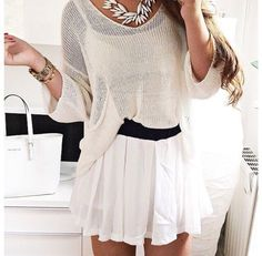 White, oversized sweater tucked into a white, lose pleated skirt matched with a white Michael Khors purse and a silver necklace White Chiffon, Chiffon Skirt, Pleated Skirt, New Outfits, Cute Outfits, White Skirts, Get Dressed, Spring Summer Fashion, Fashion Beauty