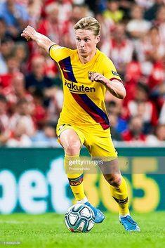 News Photo : Frenkie de Jong of FC Barcelona runs with the. Soccer Guys, Football Boys, Football Players, Barcelona Fc, Barcelona Football, Bilbao, Juventus Wallpapers, Fc Barcelona Wallpapers, Messi Fans