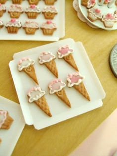 So adorable. Tiny ice cream cone cookies.