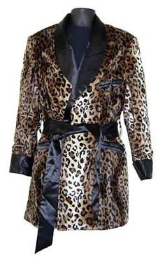would be able to pull off leopard like Hugh Hefner. Mens Attire, Mens Suits, Edgy Outfits, Fashion Outfits, Smoking Jacket, Animal Print Fashion, Smoke Shops, Fashion History, Metrosexual Man
