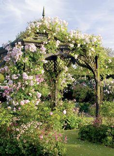 Romantisk gazebo för rosor