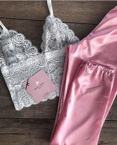 Oh it& beautiful! Lingerie Outfits, Lingerie Sleepwear, Nightwear, Pretty Lingerie, Sexy Lingerie, Pajama Outfits, Cute Outfits, Pijamas Women, Pyjamas