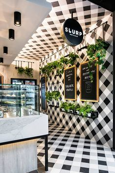 pour dcorer un bar soupes et salades love this crazy gingham patternered restaurant! // Slurp Soup, Perthlove this crazy gingham patternered restaurant! Cafe Bar, Cafe Shop, Deco Design, Cafe Design, Store Design, Bakery Design, Design Shop, Deco Restaurant, Restaurant Interior Design