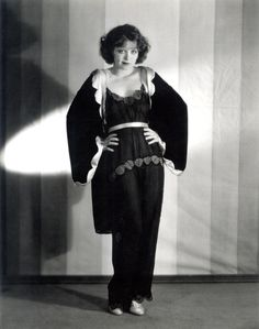 Clara Bow, Around 1929 Photograph - Clara Bow, Around 1929 Fine Art Print Hollywood Fashion, Old Hollywood Style, Golden Age Of Hollywood, Hollywood Glamour, Classic Hollywood, Hollywood Actresses, Belle Epoque, Vintage Beauty, Vintage Fashion