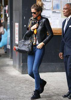 Gisele Bundchen is effortlessly stylish in skinny jeans in New York | Mail Online