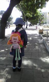 Todo hecho a mano, y mas...: Mochila con muñeca para niña Harajuku, Baby, Style, Fashion, Fabric Purses, Fabrics, Dolls For Boys, Sewing Dolls, Handmade Handbags