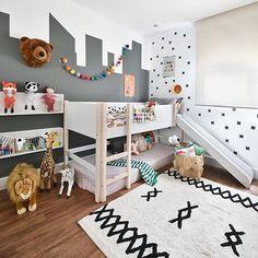 💜 QUARTINHO NOVO 💜 Imagina a alegria dos seus filhotes em compartilhar um quarto com uma cama escorregador? Neste projeto da @gabiwork, a diversão é garantida e a roupa de cama mais linda do mundo dá o toque todo especial para o cafofo! . Destaque para a pintura na parede que forma um desenho de prédios, complementando os adesivos do batman! . COMPRE AGORA ➡ www.mooui.com.br ⬅ . 📲 Estamos no whatsapp de segunda à sexta - horário de atendimento 9:00 às 12:00 - 14:00 às 18:00: (43) 9193-... Kids Bedroom Designs, Kids Room Design, Home Design, Boy And Girl Shared Room, Shared Boys Rooms, Sister Room, Childrens Bedroom Decor, Boy Room, Decoration