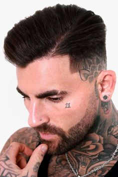 An undercut fade is a surefire way to bring both short and long mens hair styles to the whole new level of boldness. Check out these trendy ideas, which include a disconnected pompadour, a curly undercut and many other cool male hairstyles. #menshaircuts #menshairstyles #undercut #fade #undercutfade #undercutvsfade Best Fade Haircuts, Types Of Fade Haircut, Fade Haircut Styles, Popular Mens Haircuts, Low Fade Haircut, Haircuts For Men, Mens Comb Over Haircut, Side Part Haircut, Mens Medium Length Hairstyles